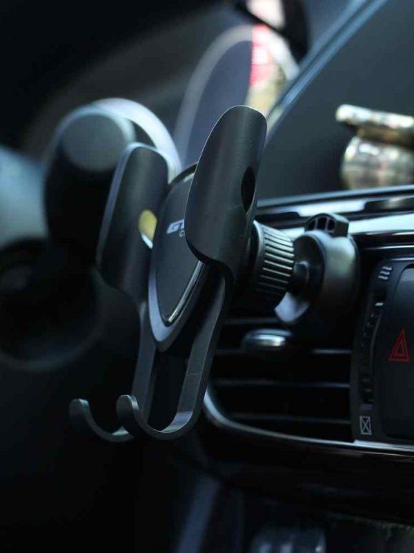 Uchwyt na telefon do samochodu - jaki wybrać
